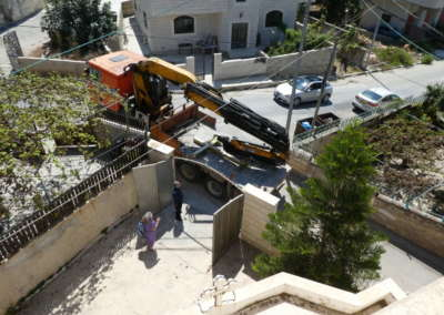 Truck crane delivers Cross