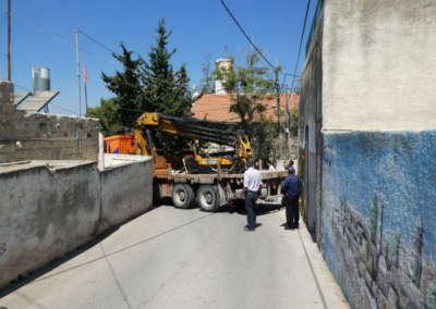 Truck crane took more than one hour to carefully make turn